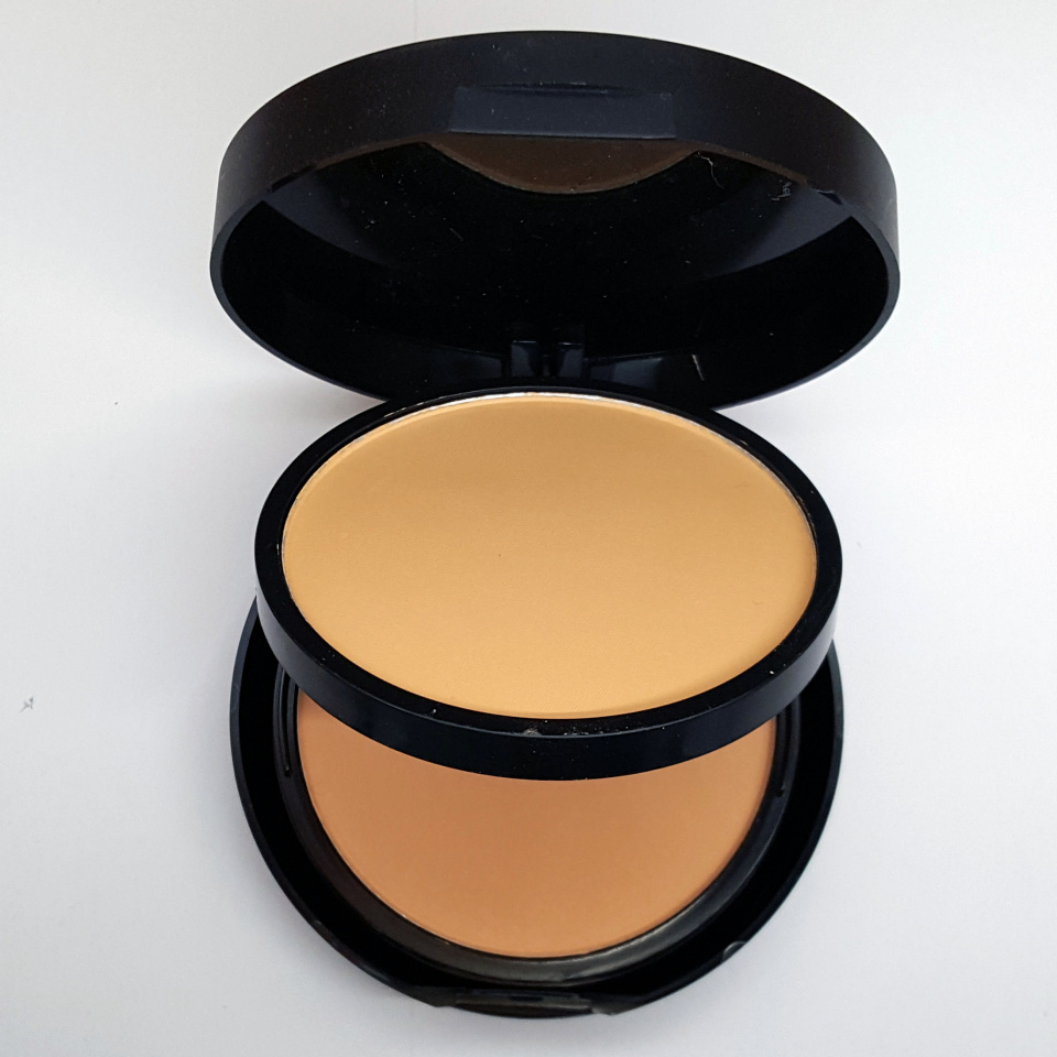 Пудра Huda Beauty Powder Plus Foundation 30g 04